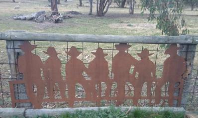 Metal Art - 7 Cowboys on the Fence