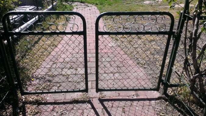Metal Art - Enhance your garden with gates with scroll inserts