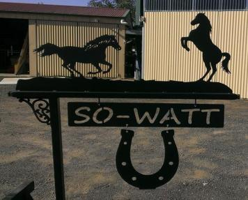 Metal Art - 2 Horses Sign Post